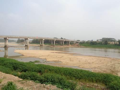 潭江干流水质变差,环保部门开展流域沿岸环保执法